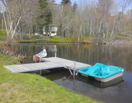The Baxter Cottage In Jefferson Maine | Pet-Friendly | Lakefront | Unplug & Unwind