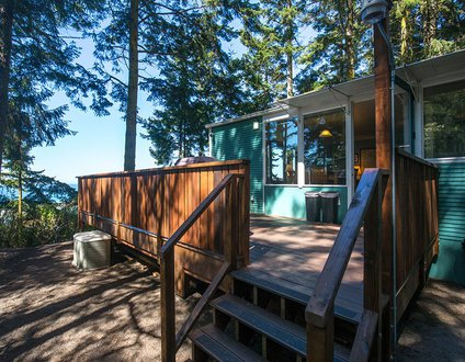 10,000 Waves Shorefront Cabin