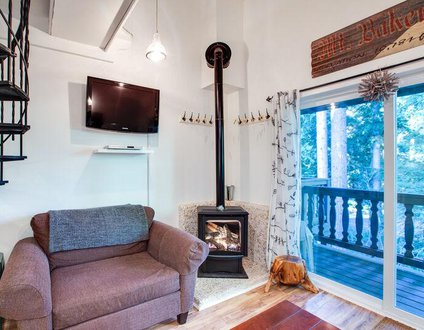 24SLL - Economical - Convenient - Sleeps 6