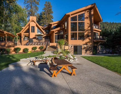 Riverside Vacation Home