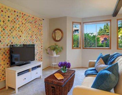 Phinney Suites Apartment