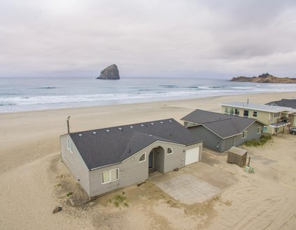 Casa de Vida #158 - Oceanfront home in the sand at Pacific City