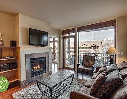 Chelan Resort Suites Condo #208 + TWO PARKING SPOTS