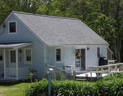 Bay Street Cottage In Boothbay Harbor | Pet Friendly | Walk To Town | Quiet Retreat