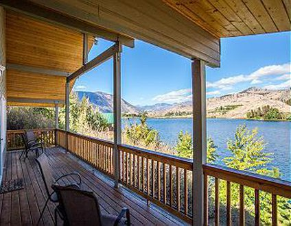 Wapato Lake Waterfront Retreat