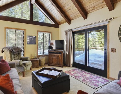 Tahoe Donner Vacation Lodge w/ Private Hot Tub