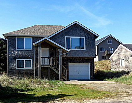 Beach Bungalow #151 - Lovely family sized home 1 block to beach. Great open layout.