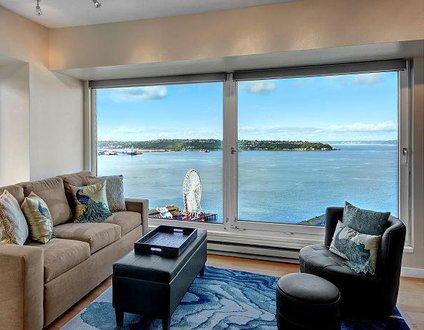 Newmark Elliott Bayview Luxury Suite
