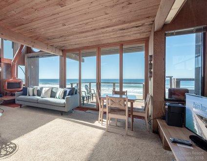 Beachy 70s House 104