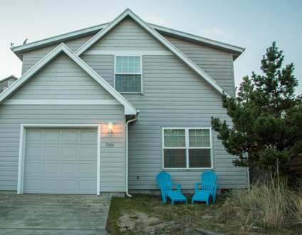 Beach Nest #144 - Lovely newer home near beach with hot tub & upgraded amenities