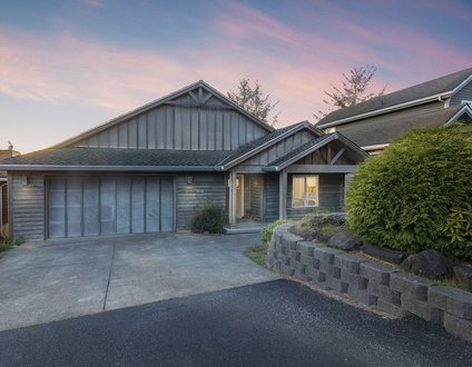 Beach Bunkhouse #187 – 7 bedrooms & hot tub! Spread out and enjoy.