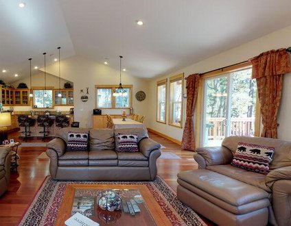 Kings Beach Mountain Lodge Getaway