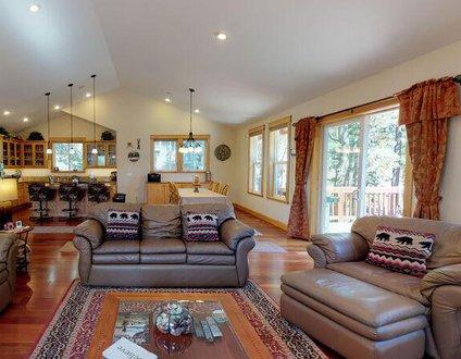 Kings Beach Mountain Lodge Getaway