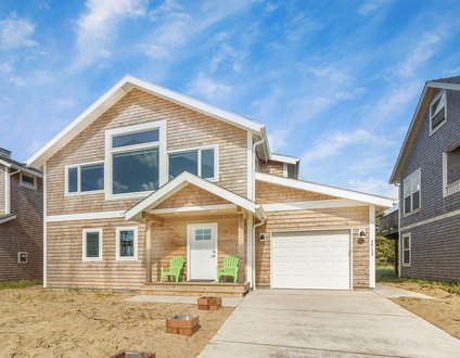 The Swell House #183 – BRAND NEW 2021. Hot tub! 1/2 block to beach.