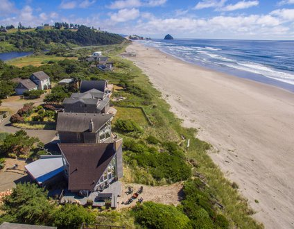 Lighthouse #104 - Beautifully updated classic oceanfront cabin with direct beach access