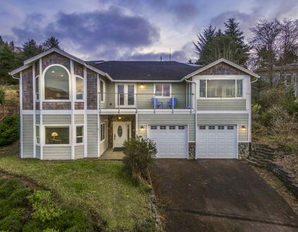 PC Heights #117 – Beautiful large home with amazing ocean and valley views.