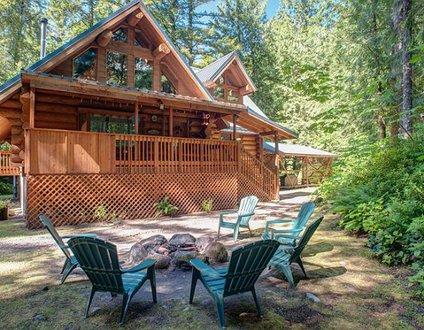 Riverwoods Lodge