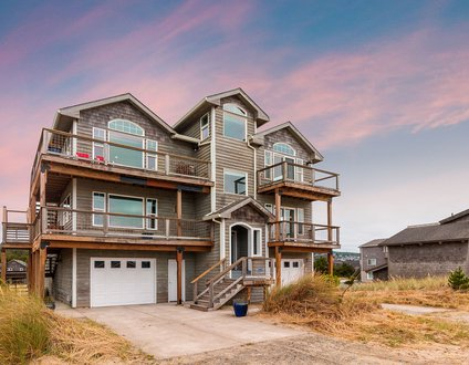 The Whaler #122 – Gorgeous views, 4 bedroom home across from beach