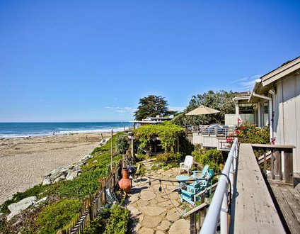 105/The Aquarius *BEACH FRONT/ HOT TUB*