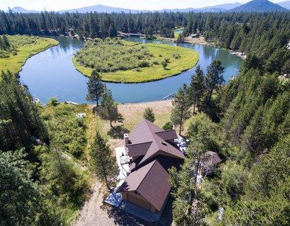 16319 Bear Lane Beautiful Riverfront Home South of Sunriver!!